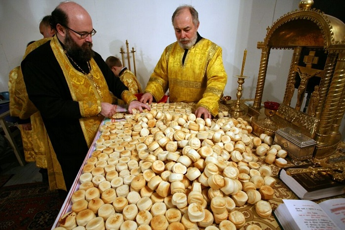 About the Eucharistic Bread: Sould It Be Leavened or